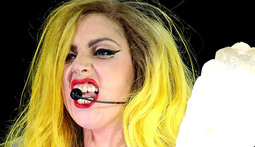 Mantenna - Lady Gaga Takes a Serious Spill Onstage