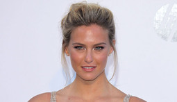 Mantenna – Bar Refaeli Breaks Her Perfect Arm