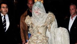 Mantenna – Lady Gaga Egged by Angry Fans