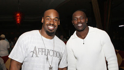 McNabb and T.O. Reunite on a Special Pros vs. Joes