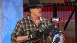 Trace Adkins Knows His Way Around A Saw