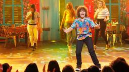 "Gaten Matarazzo Performs Train's ""50 Ways to Say Goodbye"""
