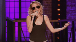 Nicole Richie Performs 'Ice Ice Baby'