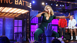 Kate Upton performs 'I'm Different' by 2 Chainz