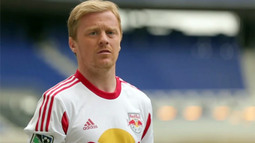 Dax McCarty Kicks It with Dhani